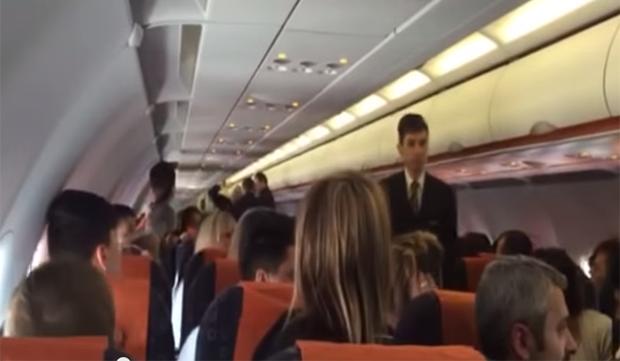 kosovari-stjuardesa