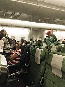 Uji qe rrjedh nga tavani i avionit