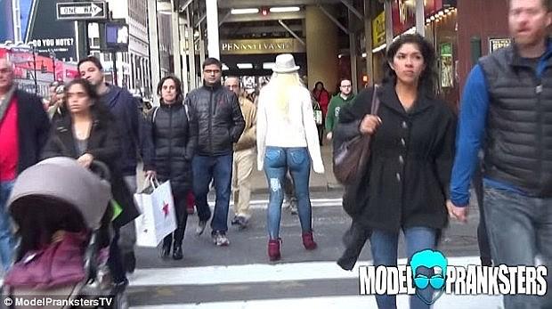 naked-model-new-york
