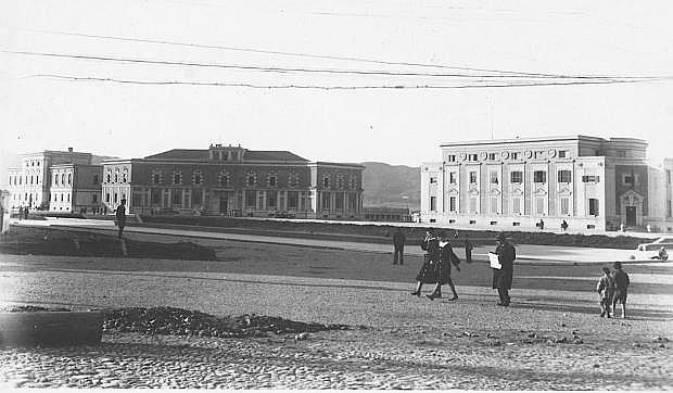 Tirane, Sheshi Skenderbej