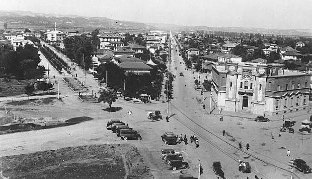 Tirane, kryqezimi mes rruges se Kavajes dhe rruges se Durresit