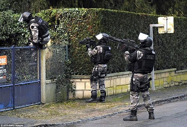 forca-policie-franceze1