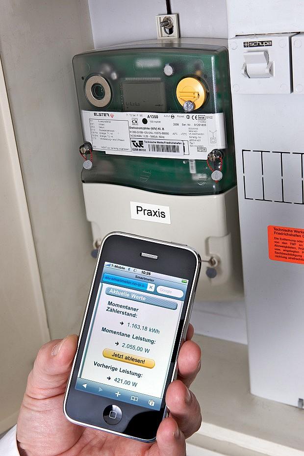 Das ist die Zukunft: der elektronische Zähler im Keller und den aktuellen Verbrauch in der Hand.