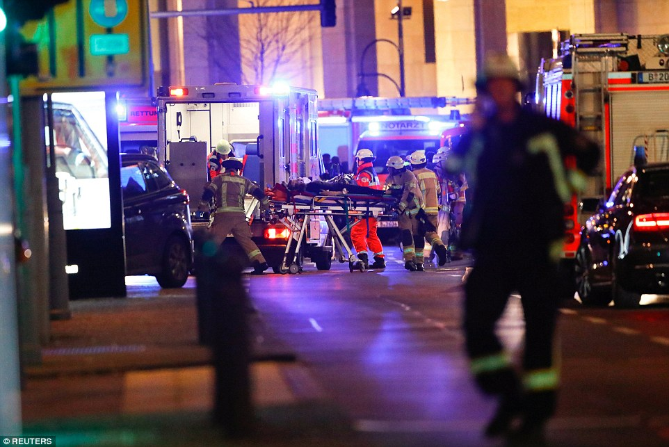 3b86881200000578-4049442-there_are_dozens_of_ambulances_and_fire_engines_at_the_scene_as_-a-75_1482178780329
